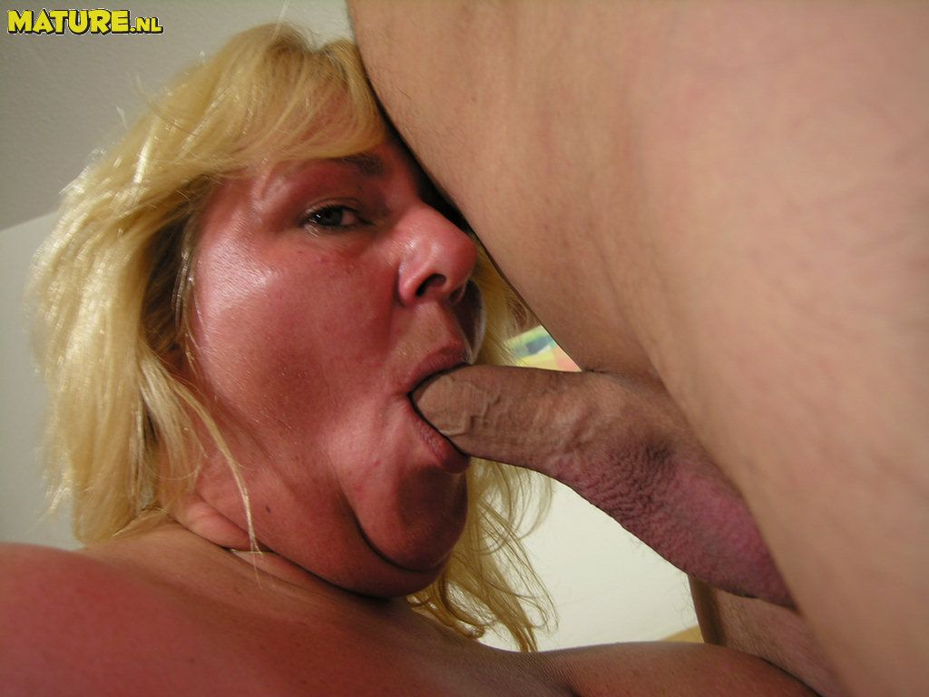 Ample platinum-blonde mature fuckslut pulverizing and throating