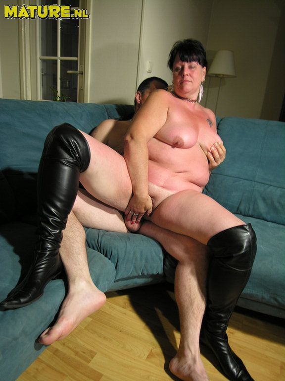 This lush mature duo indeed love to penetrate and deep-throat
