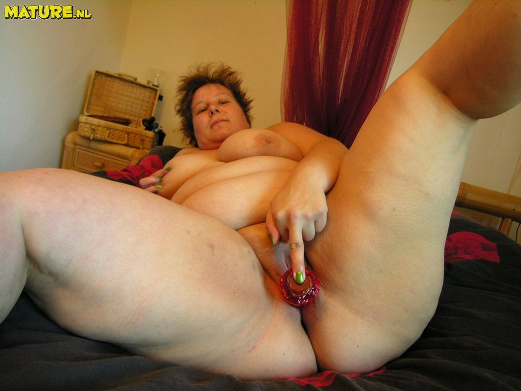 Insatiable humungous mature nymphomaniac frolicking with herself
